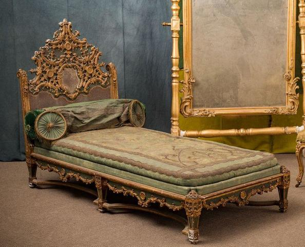 REGENCY STYLE DAY BED