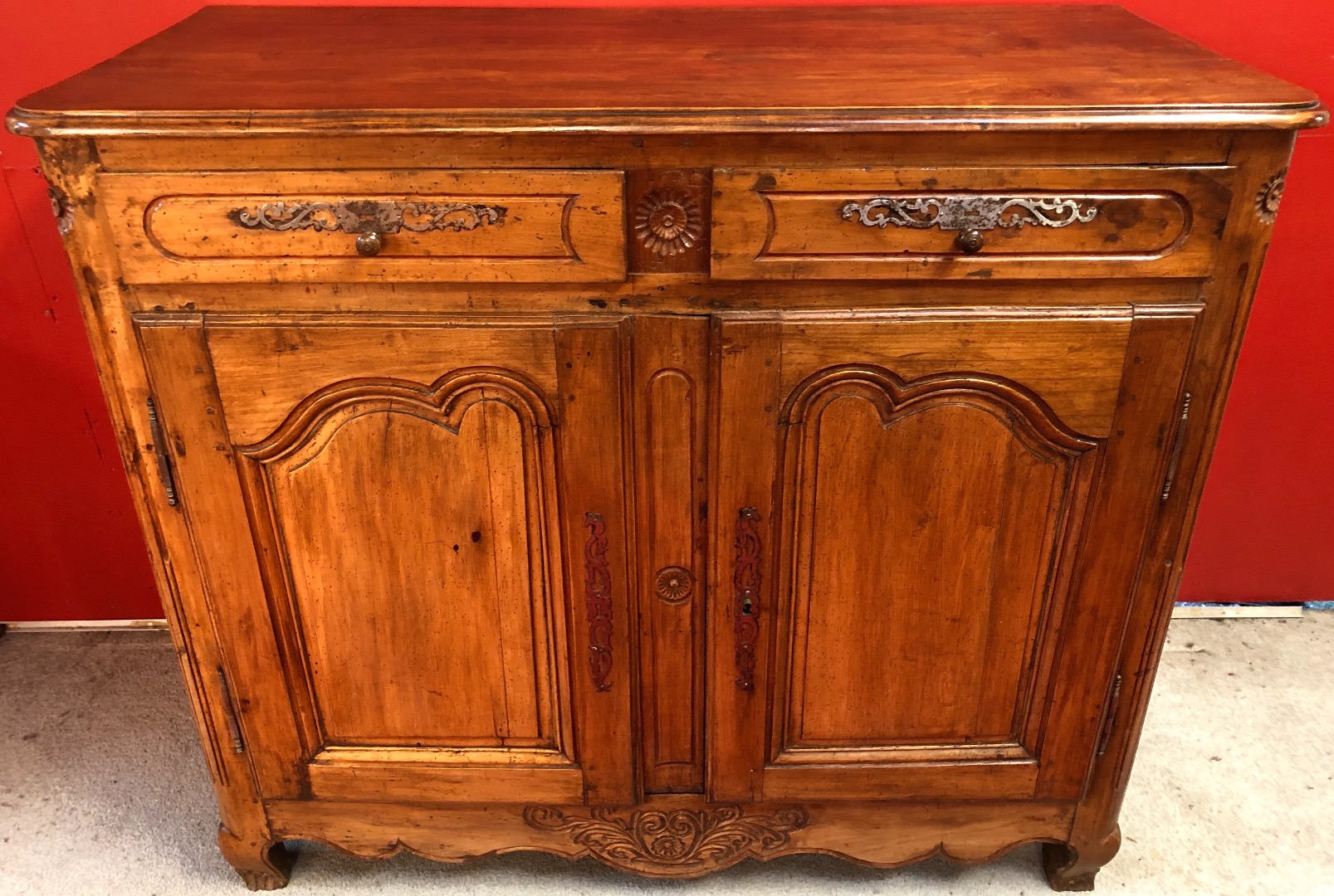 Low sideboard in walnut 19Th century