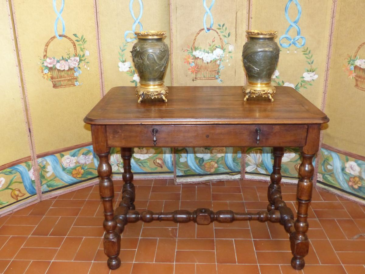 Coffee Louis XIII Table - Office Period  Circa  XVII e century Walnut