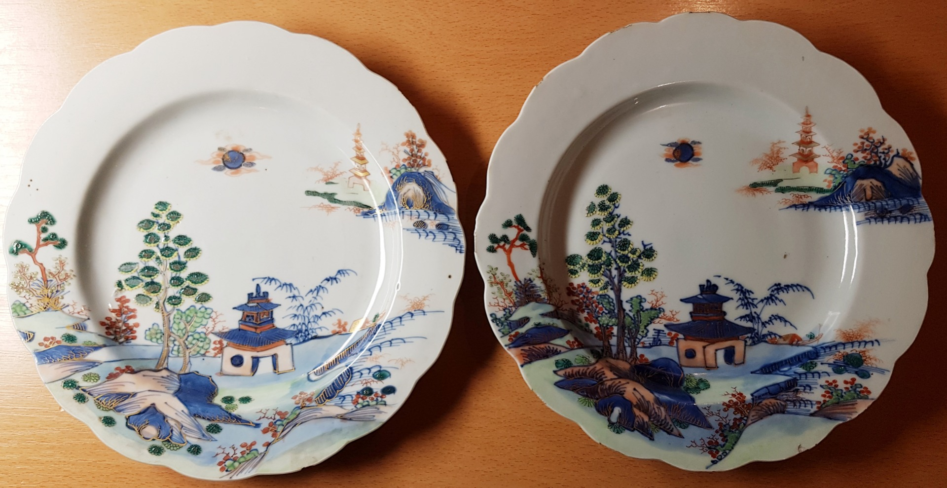 PAIR OF INDIAN COMPANY PLATES